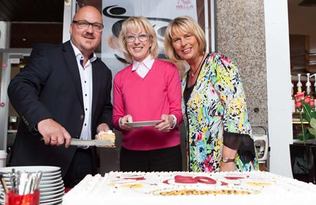 Goldenes Firmenjubiläum für die Bäckerei Newzella in Köln  6950 € Erlös für den Spielplatz