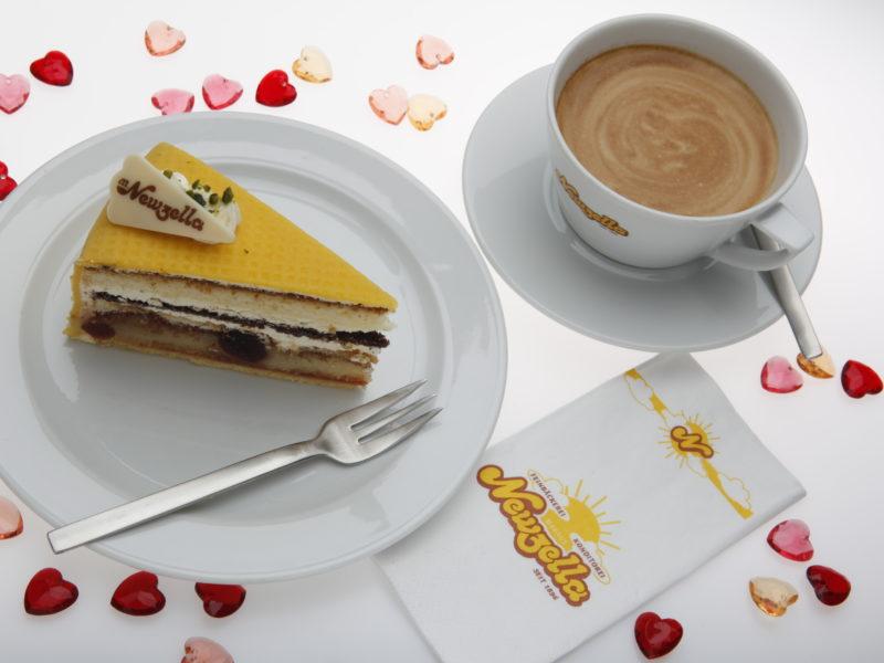 Newzella´s Haustorte mit einer köstlichen Tasse Kaffee.